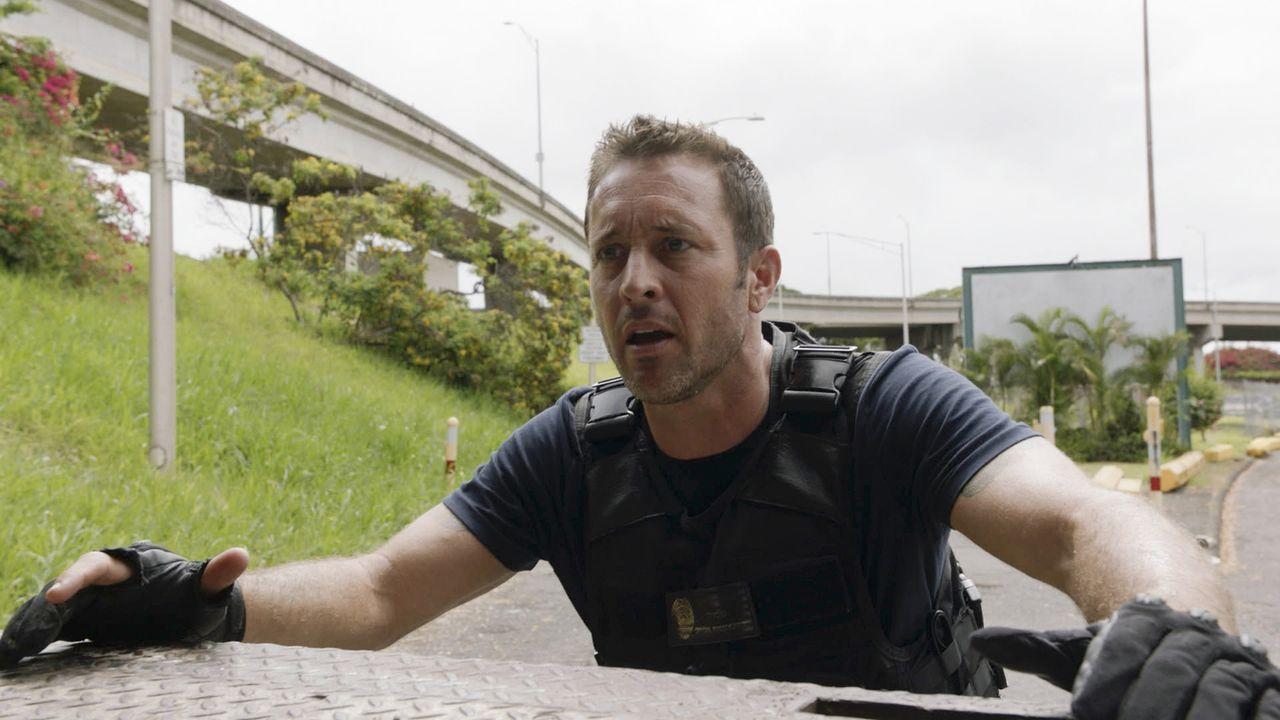 Steve (Alex O'Loughlin) riskiert sein Leben, um junge Mädchen aus einem Menschenhändlerring zu befreien, dem er und sein Team schon seit fast einem... - Bildquelle: 2017 CBS Broadcasting, Inc. All Rights Reserved