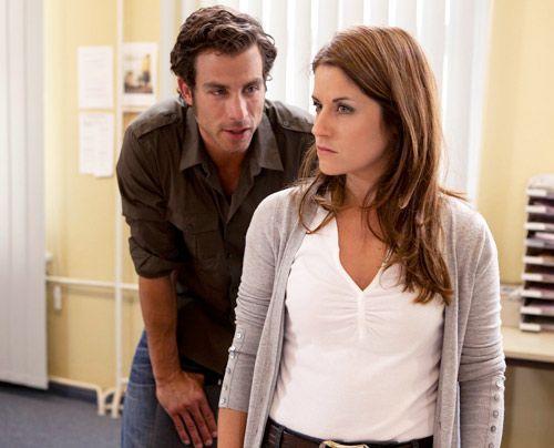 Michael hat sich mit Helena gegen Bea verschworen. Zusammen versuchen sie, ihr die Affäre mit Ben nachzuweisen, um zu verhindern, dass Bea von Dr.... - Bildquelle: David Saretzki - Sat1