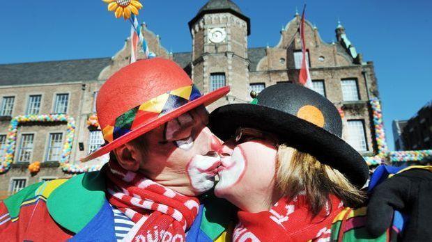 karneval-fasching-kuessen-buetzen-11-03-07-dpa
