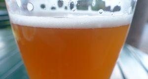 Ein Bier ohne Krone schmeckt nicht. Mit einem Bieraufschäumer lässt sich das...
