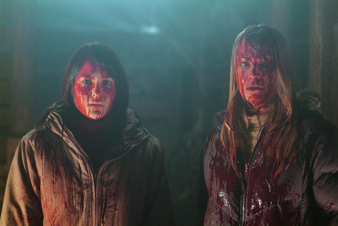 Haben nur blutgetränkt eine Chance, den Zombies zu entkommen: Karen (Lori Heuring, r.) und Tochter Sarah (Scout Taylor-Compton, l.) ... - Bildquelle: Nu Image Films