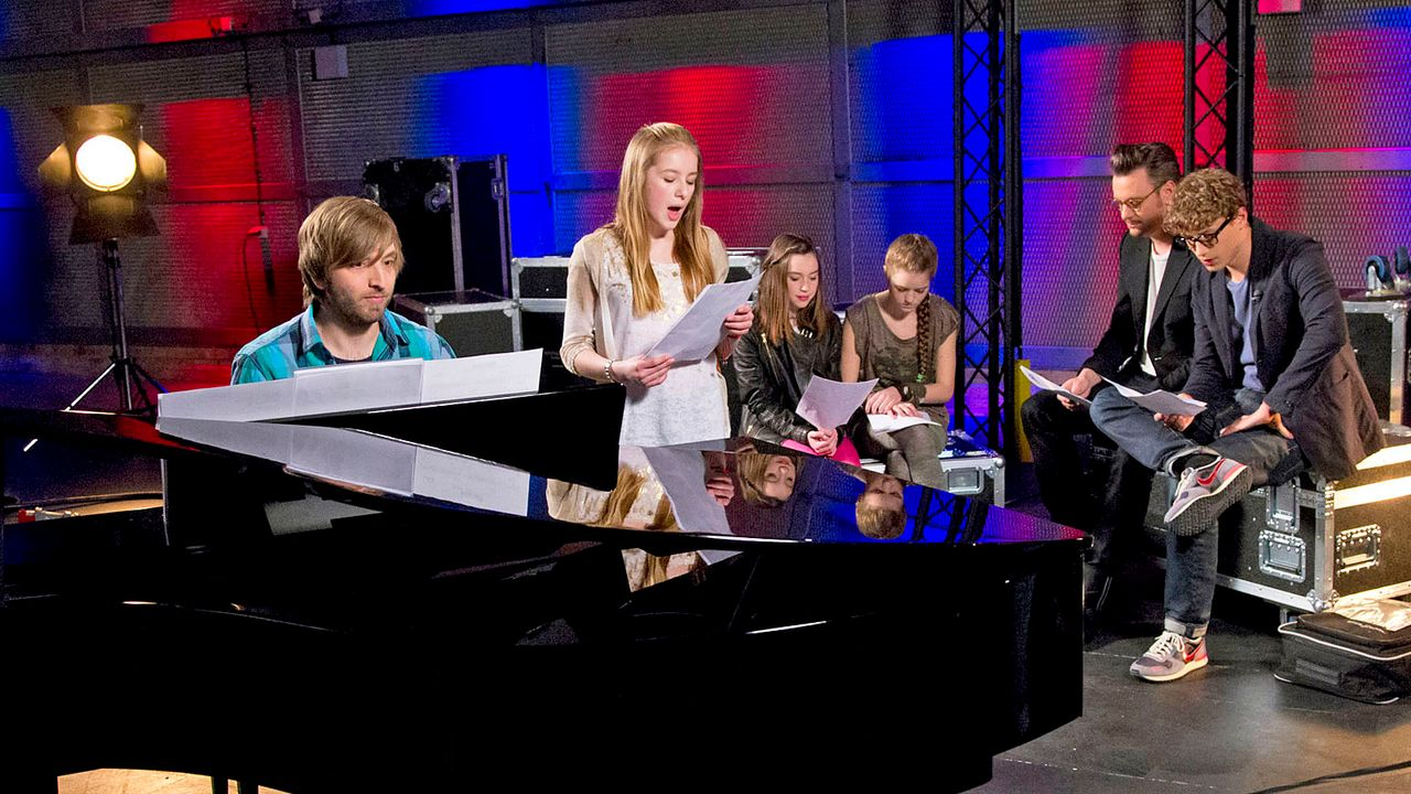 The-Voice-Kids-epi04-Rita-Sarah-Alexandra-47-SAT1-Richard-Huebner - Bildquelle: SAT.1/Richard Hübner
