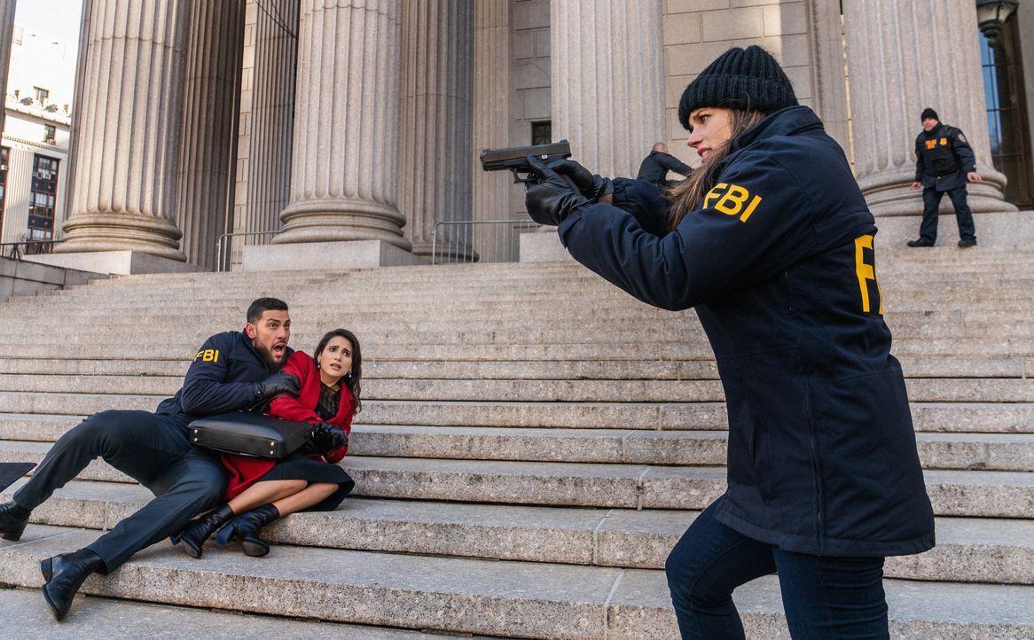 (v.l.n.r.) Special Agent Omar Adom 'OA' Zidan (Zeeko Zaki); Mona Nazari (Yasmine Aker); Special Agent Maggie Bell (Missy Peregrym) - Bildquelle: Mark Schafer 2020 CBS Broadcasting, Inc. All Rights Reserved. / Mark Schafer