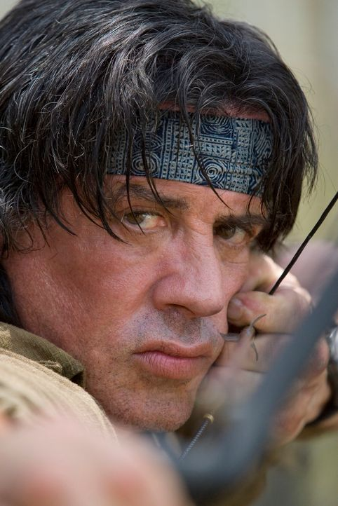 Gegen jegliche Vernunft und den Rat seines ehemaligen Mentors entschließt sich Rambo (Sylvester Stallone), eine kleine Gruppe Missionare f in die Kr... - Bildquelle: Karen Ballard Nu Image Films