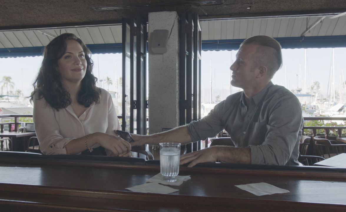 Leslie (Kate Siegel, l.); Danny Williams (Scott Caan, r.) - Bildquelle: 2019 CBS Broadcasting, Inc. All Rights Reserved.