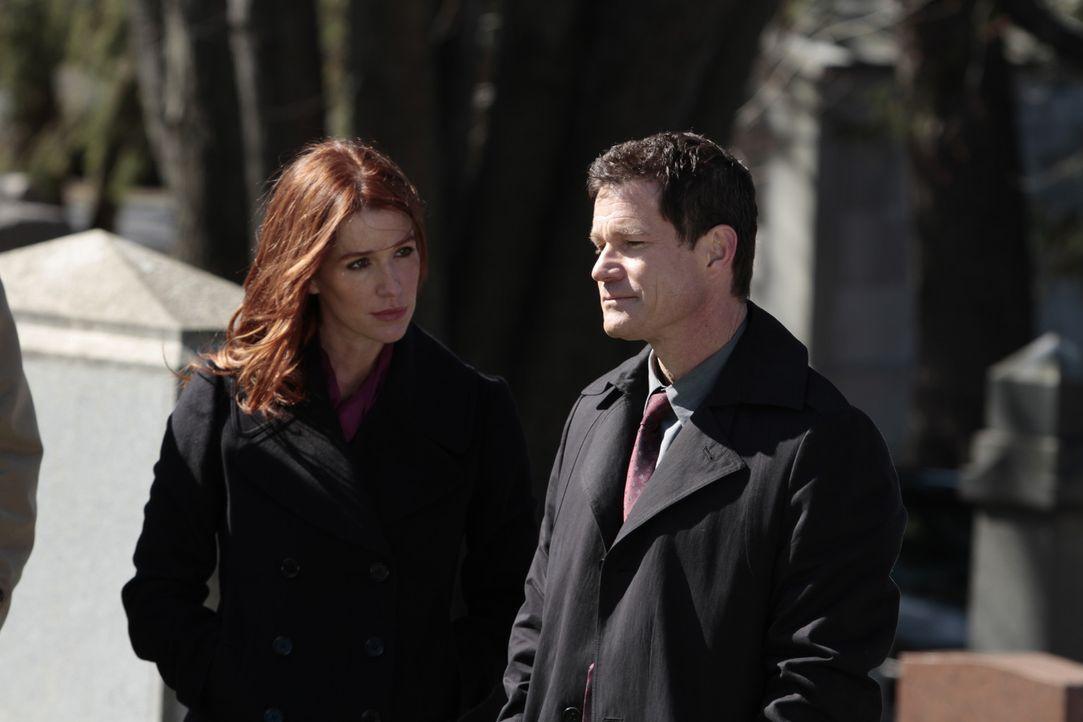 Ein Mordfall führt Detective Al Burns (Dylan Walsh, r.) und seine Ex-Freundin Carrie Wells (Poppy Montgomery, l.) zusammen ... - Bildquelle: Sony Pictures Television Inc. All Rights Reserved.