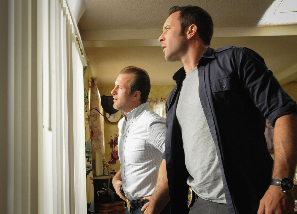 Bei einem Überfall auf ein Juweliergeschäft wird ein Wachmann, der früher einmal Polizist war, erschossen. Danny (Scott Caan, l.) und Steve (Alex O'... - Bildquelle: Norman Shapiro 2015 CBS Broadcasting Inc. All Rights Reserved.