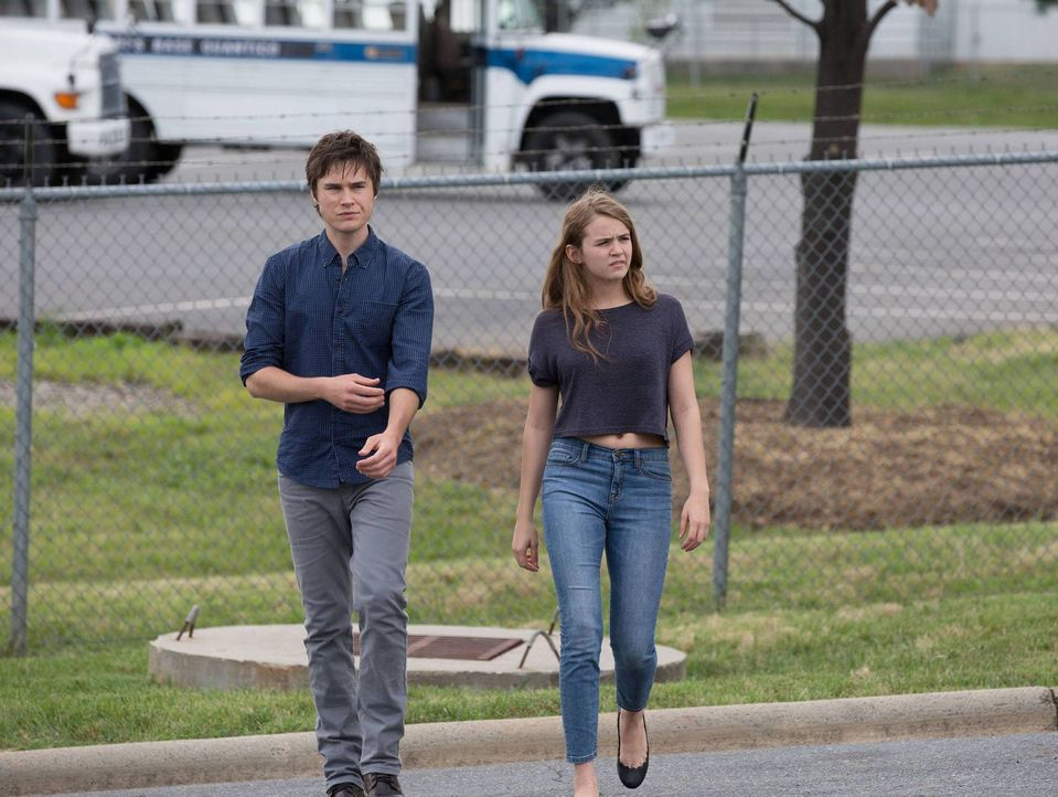 Dana (Morgan Saylor, r.) ist mit ihrem Freund Leo (Sam Underwood, l.) durchgebrannt. Jessica und Mike machen sich große Sorgen um sie, zumal sie erf... - Bildquelle: 2013 Twentieth Century Fox Film Corporation. All rights reserved.