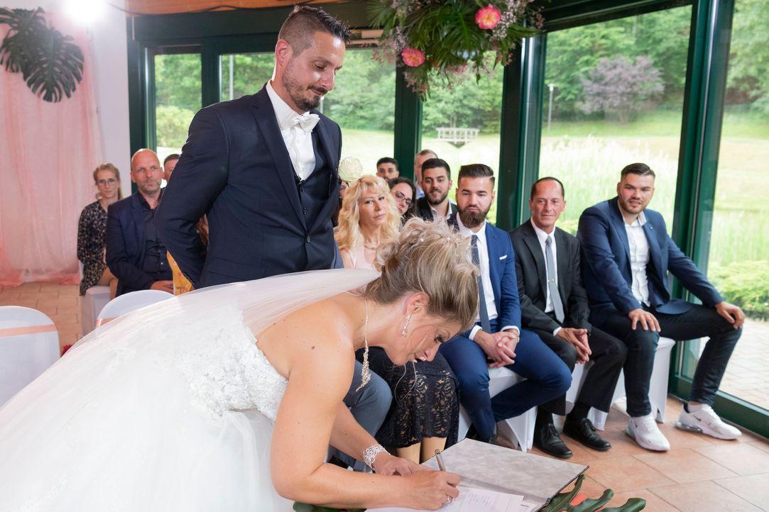 Samantha und Serkan: Die Hochzeit17 - Bildquelle: SAT.1 / Christoph Assmann