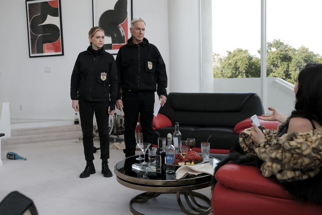 Ellie Bishop (Emily Wickersham, l.); Leroy Jethro Gibbs ( Mark Harmon, r.) - Bildquelle: Eddy Chen 2020 CBS Broadcasting Inc. All Rights Reserved. / Eddy Chen