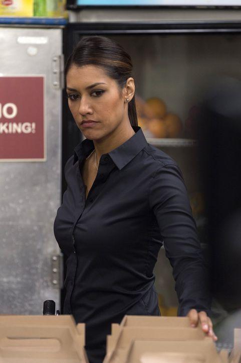 Um den Tod einer krebskranken Frau aufzuklären, forscht Meredith (Janina Gavankar) bei einer Selbsthilfegruppe für Krebspatienten nach ... - Bildquelle: 2015 Warner Bros. Entertainment, Inc.