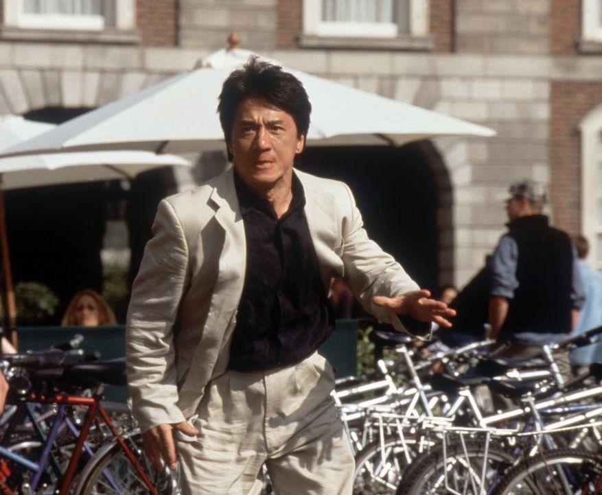 Hongkong-Polizist Eddie Yang (Jackie Chan) ist auf der Jagd nach dem Schurken Snakehead, der mit Hilfe eines geheimnisvollen Medaillons Unsterblichk... - Bildquelle: 2004 Sony Pictures Television International. All Rights Reserved.