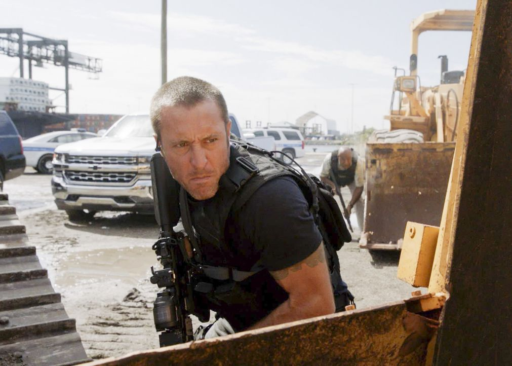 McGarrett (Alex O'Loughlin) versammelt sämtliche Kriminelle der Insel, um seinen aktuellen Fall zu lösen ... - Bildquelle: 2017 CBS Broadcasting Inc. All Rights Reserved