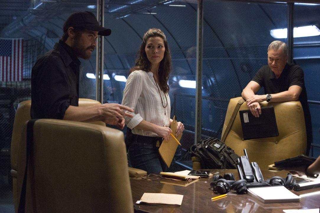 Kann Ryan (Matt Cohen, l.) Clara Seger (Alana De La Garza, M.) und Jack Garrett (Gary Sinise, r.) bei den Ermittlungen in einem neuen Fall wirklich... - Bildquelle: Bill Inoshita 2016 ABC Studios. All rights reserved.