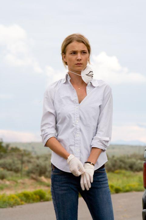 Kaum auf der Flucht vor der tödlichen Infektion, muss Kate (Emily VanCamp) Entscheidungen treffen, die nie ein Mensch treffen müssen sollte ... - Bildquelle: 2006 Ivy Boy Productions Inc. - All Rights Reserved