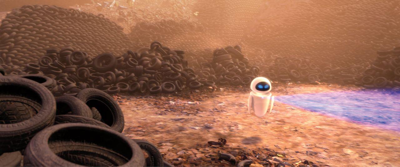 Das Roboterweibchen EVE wird auf die Erde geschickt, um nach photosynthesefähigem, organischem Leben zu suchen. Die einzige Pflanze, die auf der Er... - Bildquelle: Touchstone Pictures