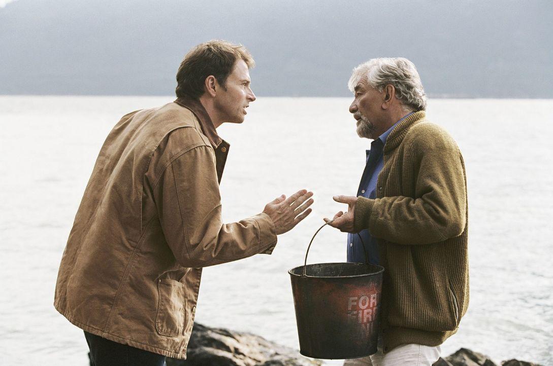 James Morse (Peter Falk, r.) ist ein toller Großvater, doch dessen fantasievolle Erzählungen, die seinen Enkel begeistern, sorgen immer wieder fü... - Bildquelle: CBS International Television