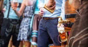 Oktoberfest feiern_2015_08_31_Oktoberfest München 2015_Bild2_fotolia_costadel...