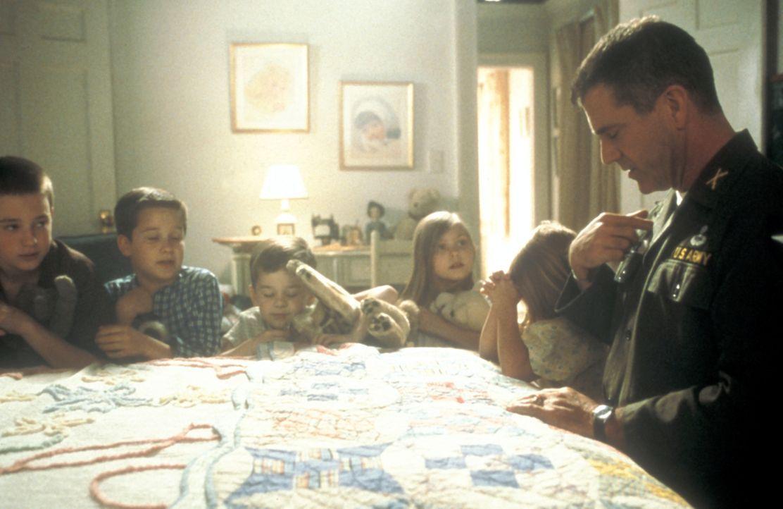 1965 fällt dem US-Colonel Hal Moore (Mel Gibson) die Aufgabe zu, eine neue Spezialeinheit für den Einsatz in Vietnam zu formen. Schon bald gerät der... - Bildquelle: Paramount Pictures