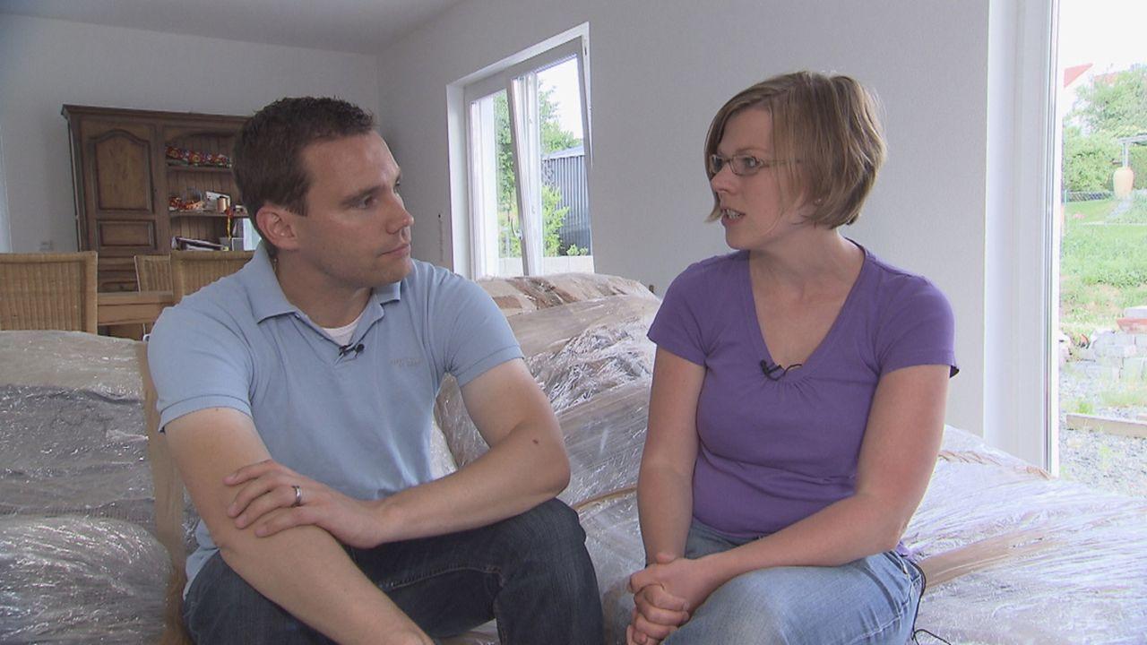 Zimmer ohne Aussicht - Häuslebauer in Not: Frank (l.) und Inga Prasse (r.) ... - Bildquelle: SAT.1