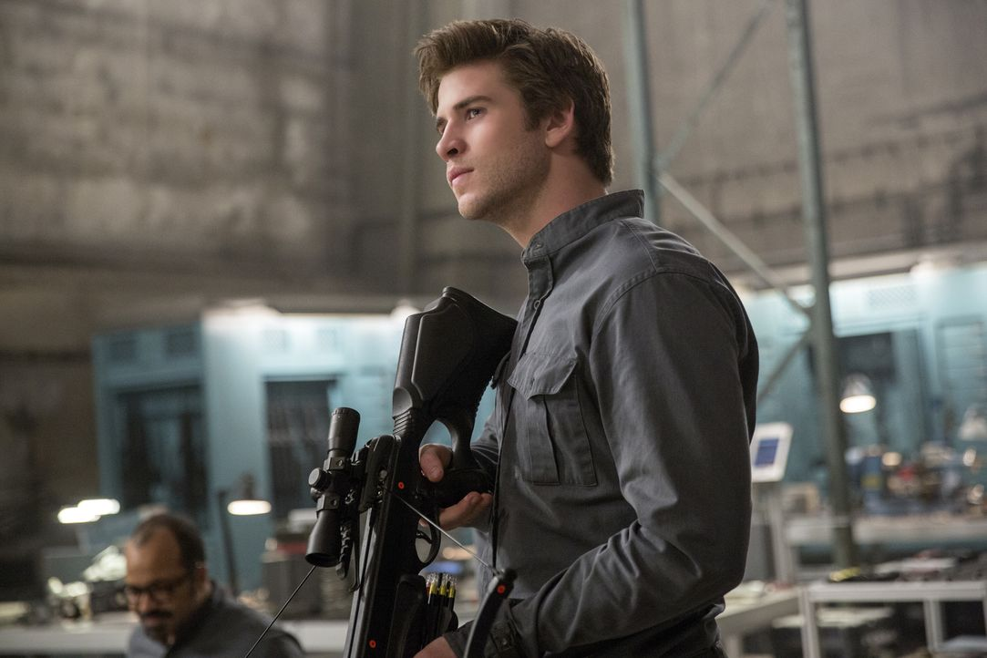 Für Katniss würde Gale (Liam Hemsworth) alles tun. Deshalb will er ihr dabei helfen, die Gefangenen zu befreien. Doch reichen Spezialwaffen aus, die... - Bildquelle: Murray Close TM &   2014 Lions Gate Entertainment Inc. All rights reserved.