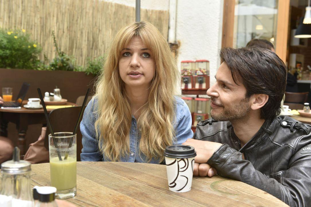 Mila (Susan Sideropoulos, l.) will vor Nick (Florian Odendahl, r.) nicht zugeben, dass es bei ihr und Lorenz ein Problem gibt ... - Bildquelle: Claudius Pflug sixx