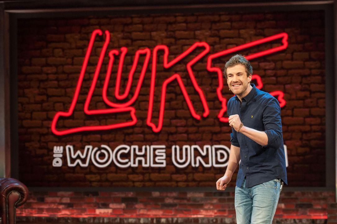 Witzbold Luke Mockridge lässt seine Woche mit Michael Mittermeier revue passieren ... - Bildquelle: SAT.1/Steffen Z Wolff