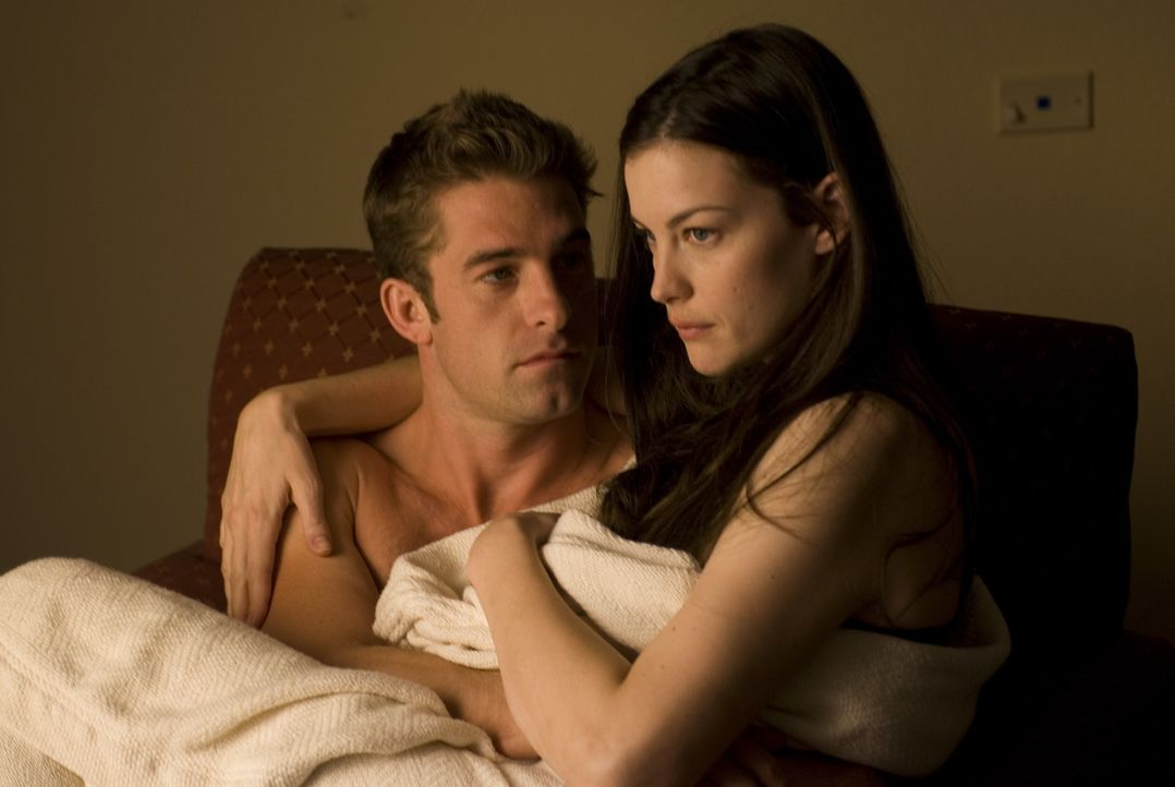 Auf der Fahrt in ihr abgelegenes Sommerhaus macht James (Scott Speedman, l.) Kristen (Liv Tyler, r.) einen Heiratsantrag, der jedoch missglückt. Jet... - Bildquelle: Glenn Watson 2007 Focus Features LLC.  All Rights Reserved.
