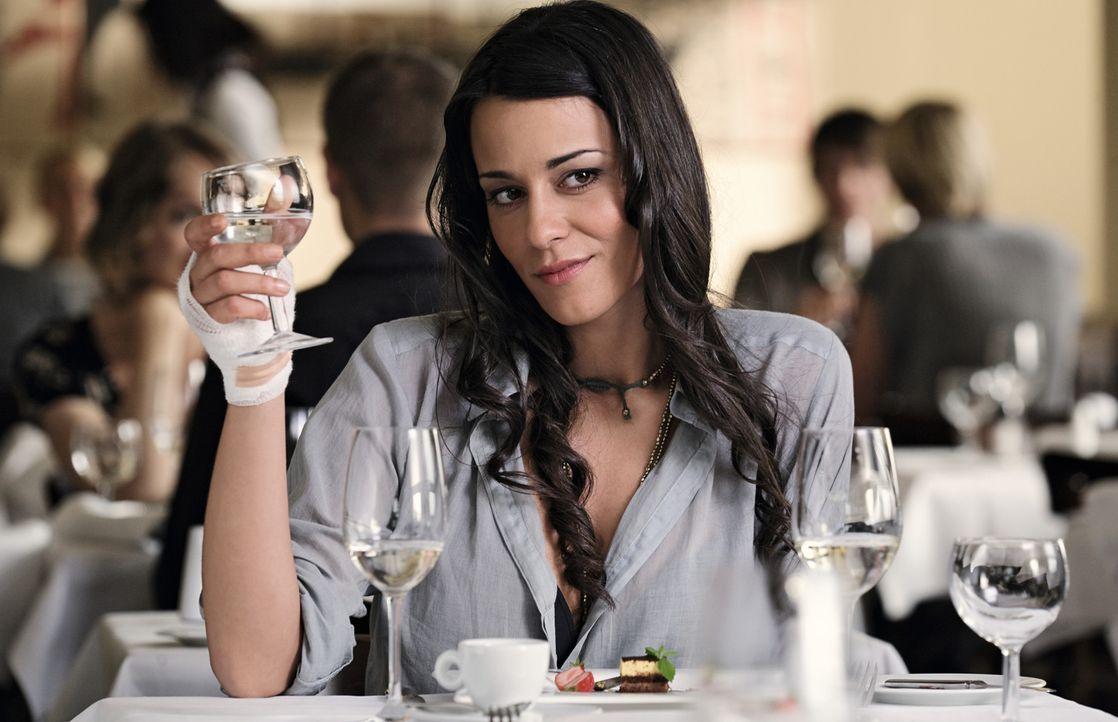 Als Ralf und Marie (Edita Malovcic), die Ex-Partner von Ludo und Anna plötzlich auftauchen, läuft ihre Beziehung völlig aus dem Ruder. Doch werde... - Bildquelle: 2009 Warner Bros. Entertainment