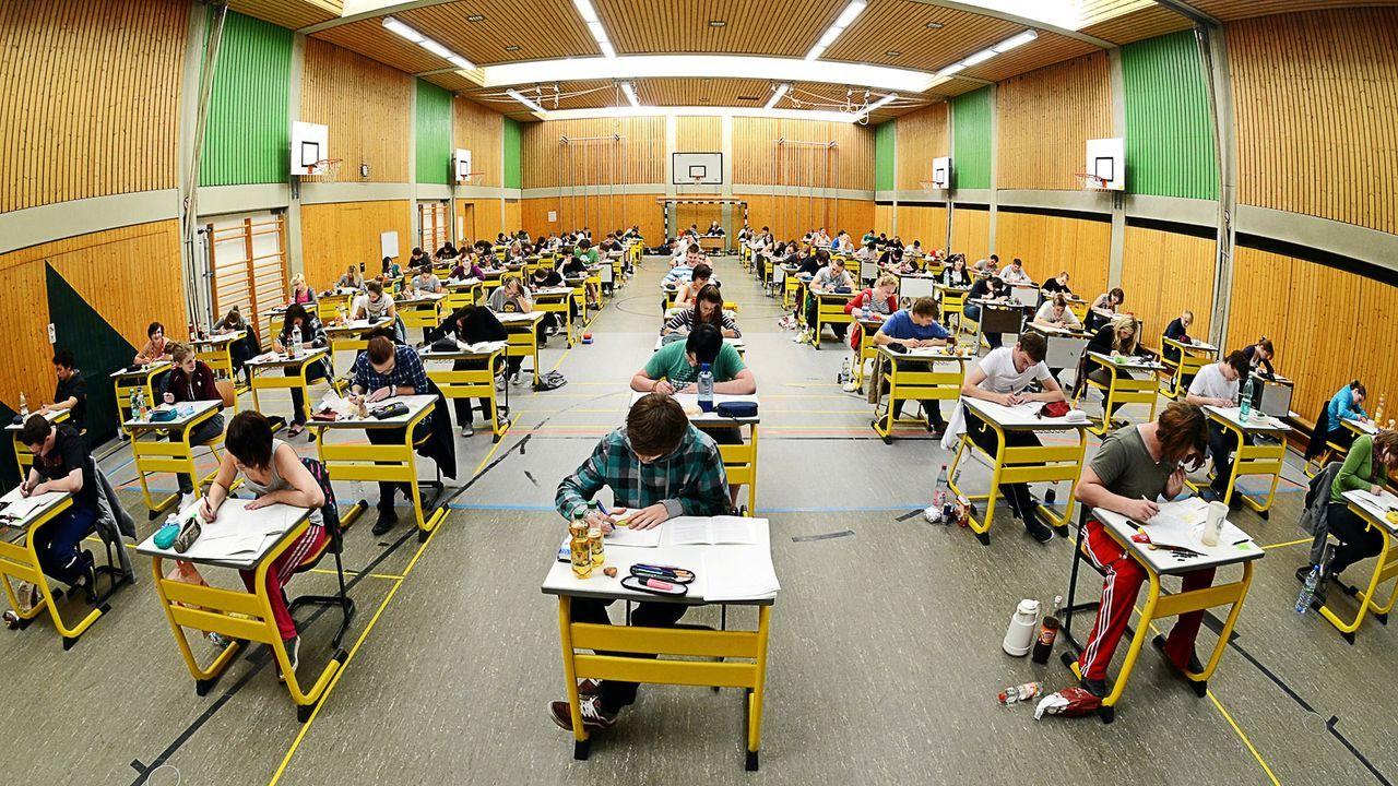 abiturpruefung-11-10-19-dpa - Bildquelle: dpa