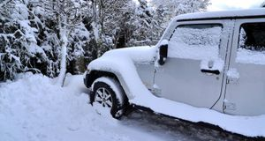 Bevor Sie im Schnee stecken bleiben, lieber vorher mal Reifen und Co. checken.