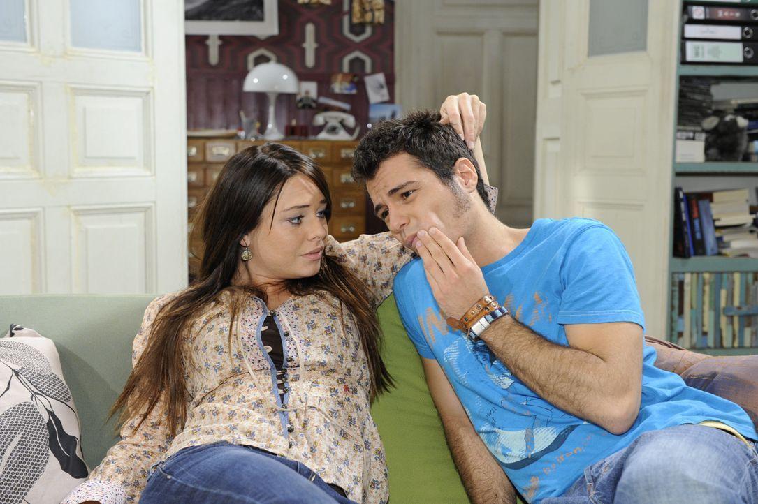 Sind glücklich miteinander: Paloma (Maja Maneiro, l.) und Maik (Sebastian König, r.) ... - Bildquelle: SAT.1
