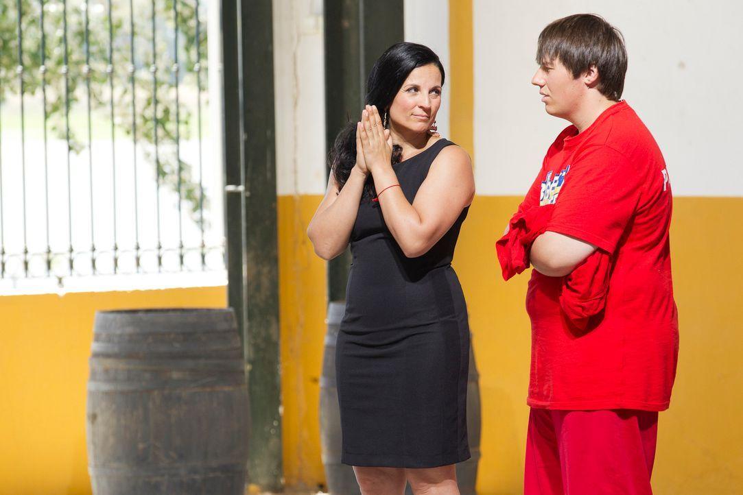 Silke (l.) zittert mit Patrick (r.). Reicht sein abgenommenes Gewicht, um noch länger im Camp bleiben zu dürfen ... - Bildquelle: Enrique Cano SAT.1