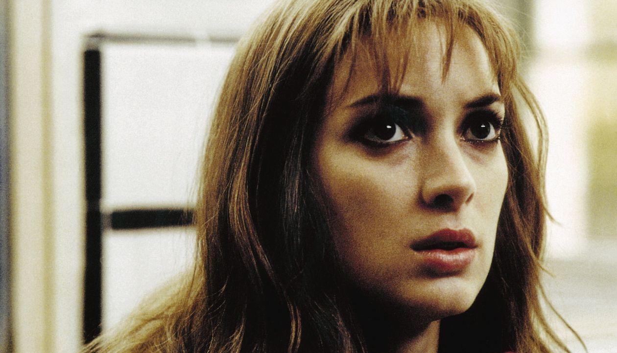 Die überzeugte Katholikin Maya (Winona Ryder) kommt einer großen Verschwörung auf die Spur ... - Bildquelle: Kinowelt Filmverleih