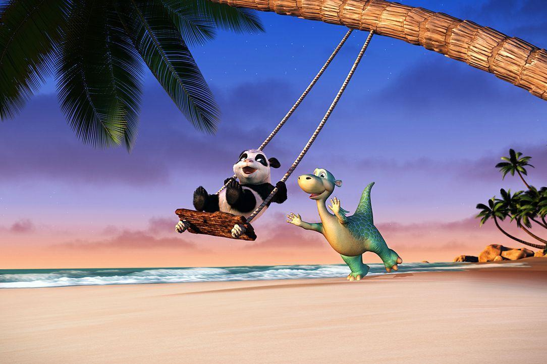 Nach anfänglichen Schwierigkeiten sind Urmel (r.) und das kleine Pandamädchen Babu (l.) unzertrennlich ... - Bildquelle: Constantin Film