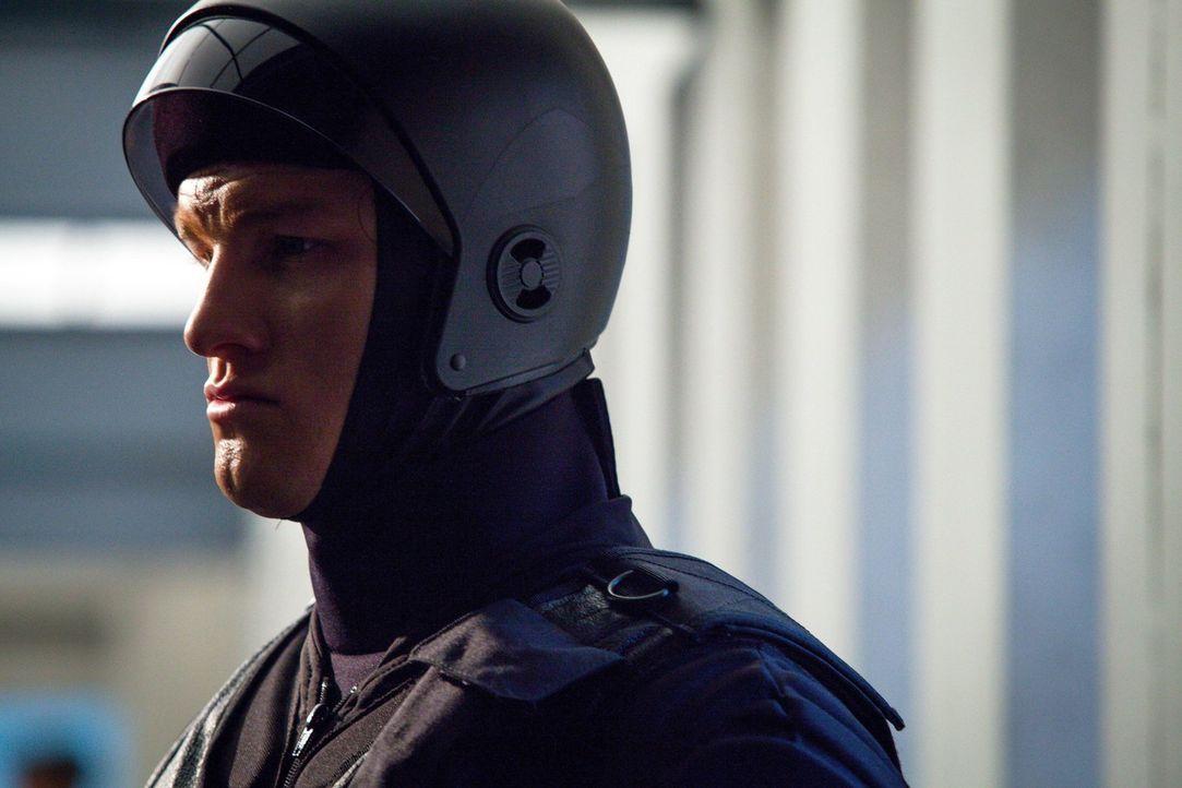 Nachdem Detektive Paul Dorian in Aktion gesehen hat, glaubt er, seinem Partner (Anthony Konechny) mehr beistehen zu müssen ... - Bildquelle: Warner Bros. Television
