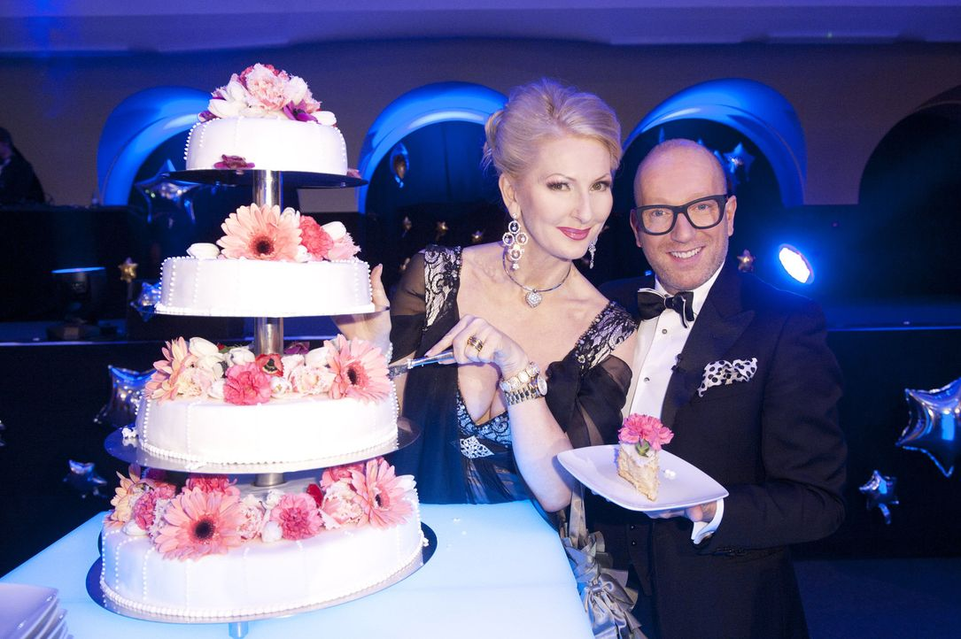 """Das Brautpaar Susi und André wünschen sich eine ausgeflippte Hochzeit unter dem Motto """"Love Parade"""". Ob ihre Hochzeitsplaner Desirée Nick (l.) un... - Bildquelle: Claudius Pflug SAT.1"""