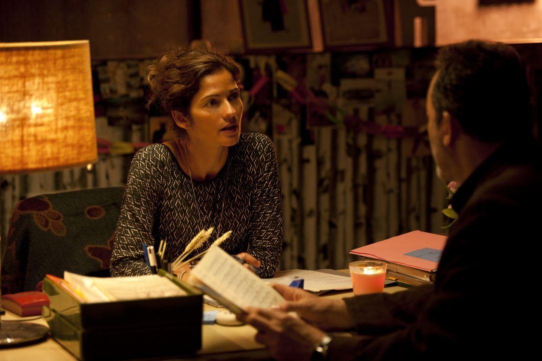 Karyn (Jill Hennessy) möchte nur das Beste für ihren Ermittlerkollegen Jo St-Clair. Sie weiß, dass ihm nicht nur seine Fälle zusetzen, sondern a... - Bildquelle: Stéphanie Dupont Atlantique Productions