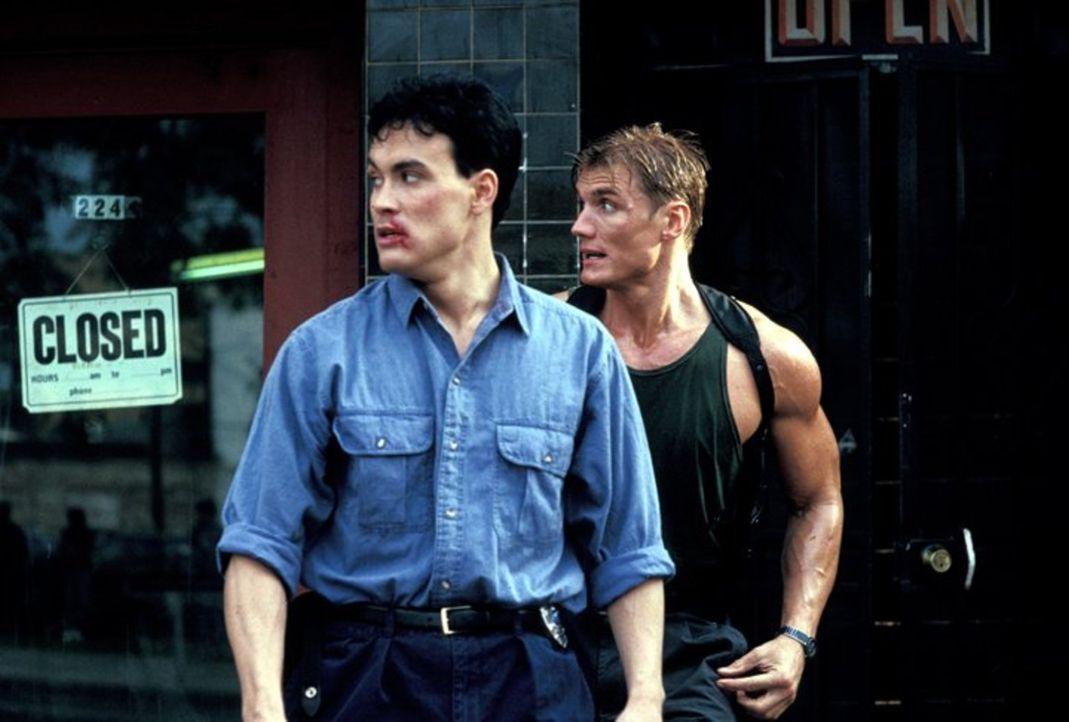 Gemeinsam mit seinem neuen Partner Johnny Murata (Brandon Lee, l.) startet Chris (Dolph Lundgren, r.) einen persönlichen Rachefeldzug gegen die Yaku... - Bildquelle: 1991 Warner Brothers