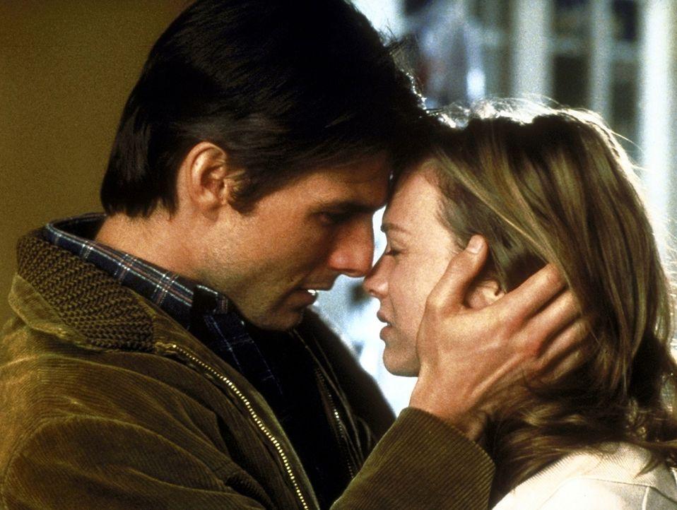 Als Jerry (Tom Cruise, l.) die Agentur verlassen muss, bleibt ihm Buchhalterin Dorothy Boyd (Renée Zellweger, r.) treu ergeben ... - Bildquelle: TriStar Pictures