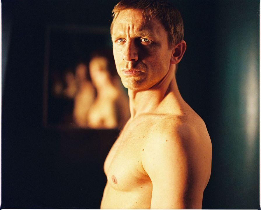 Die Serben setzen ihre besten Auftragsmörder auf ihn (Daniel Craig) an, da sie ihn für den Verantwortlichen eines Raubs halten ... - Bildquelle: 2004 Columbia Pictures Industries, Inc. All Rights Reserved.