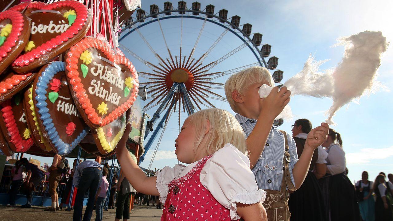 oktoberfest-wiesn-lebkuchenherz-zuckerwatte-kinder-dpa - Bildquelle: dpa