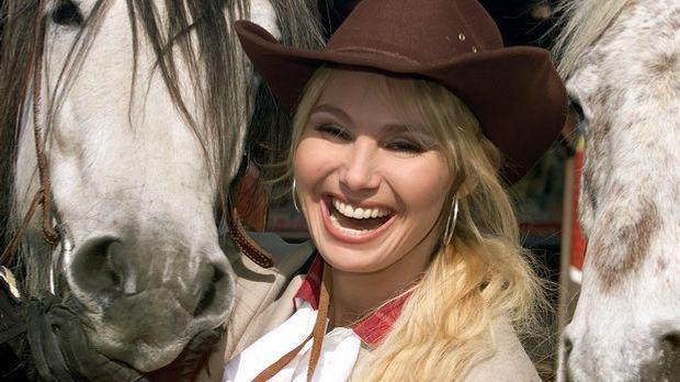 Christine Zierl alias Dolly Dollar überzeugt als Schauspielerin sowohl in lus...