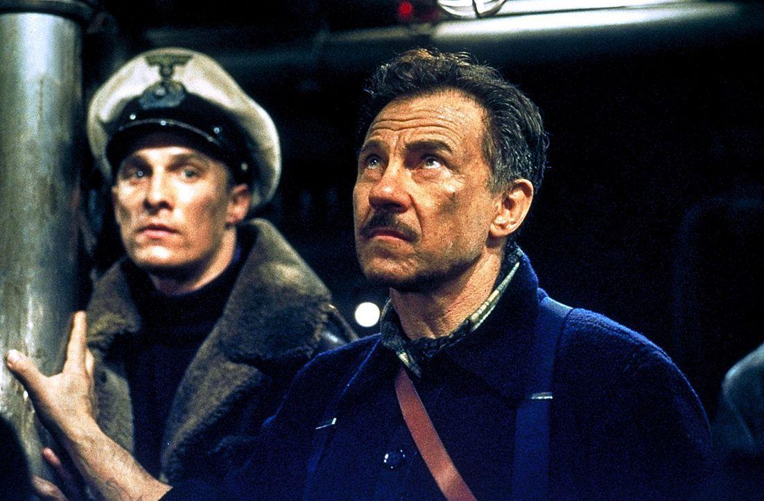 Während des Zweiten Weltkriegs bleibt mitten im Atlantik ein deutsches U-Boot manövrierunfähig liegen. Nun beginnt eine Wettfahrt zwischen Kriegs... - Bildquelle: 2000 Universal Pictures. All Rights Reserved