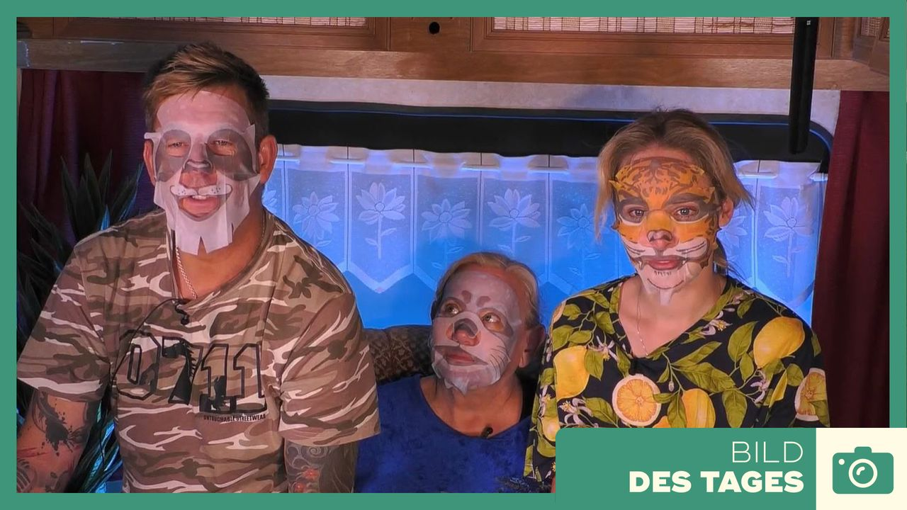Promi Big Brother: Tag 13 _ Masken - Bildquelle: SAT.1