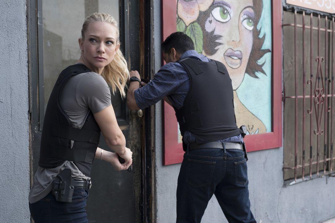 Verfolgen eine heiße Spur: Jennifer Jareau (AJ Cook, l.) und Luke Alvez (Adam Rodriguez, r.) ... - Bildquelle: Darren Michaels ABC Studios/Darren Michaels