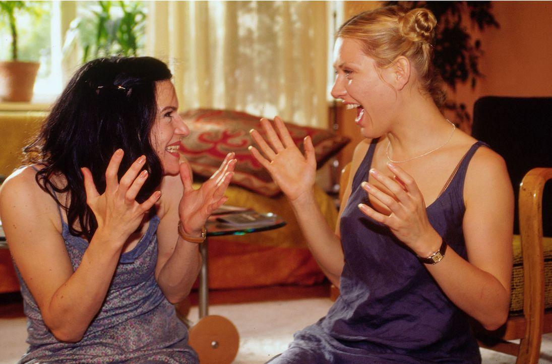 Marie (Gruschenka Stevens, r.) und Lilly (Inga Busch, l.) freuen sich über sechs Richtige im Lotto! Doch auf die frohe Botschaft folgt ein böses Erw... - Bildquelle: Oliver Ziebe Sat.1