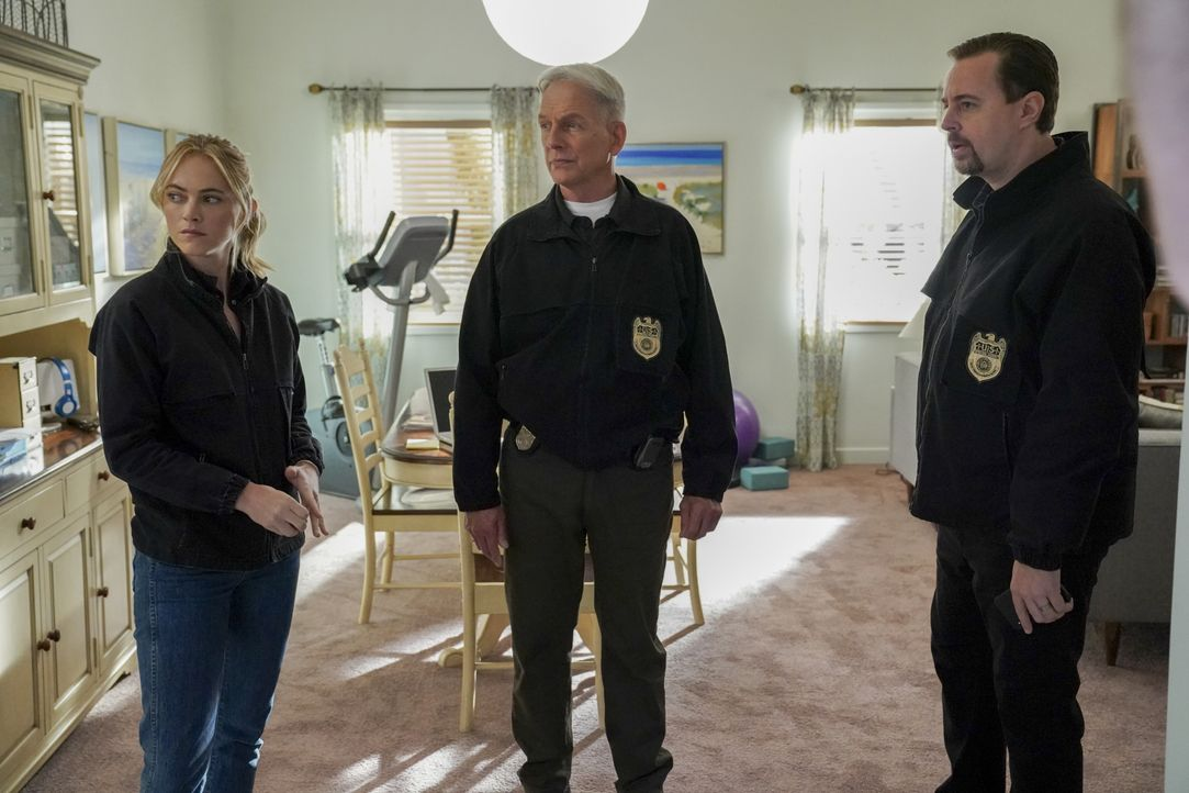 (v.l.n.r.) Ellie Bishop (Emily Wickersham); Leroy Jethro Gibbs (Mark Harmon); Timothy McGee (Sean Murray) - Bildquelle: Michael Yarish 2019 CBS Broadcasting, Inc. All Rights Reserved. / Michael Yarish
