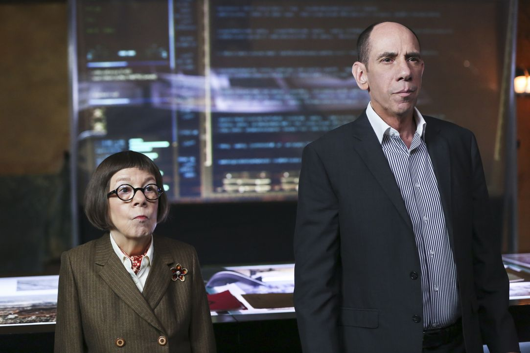 Eine Terrorzelle hat Kinder zu menschlichen Bomben abgerichtet. Schafft es das Team um Granger (Miguel Ferrer, r.) und Hetty (Linda Hunt, l.), die K... - Bildquelle: 2016 CBS Broadcasting, Inc. All Rights Reserved.
