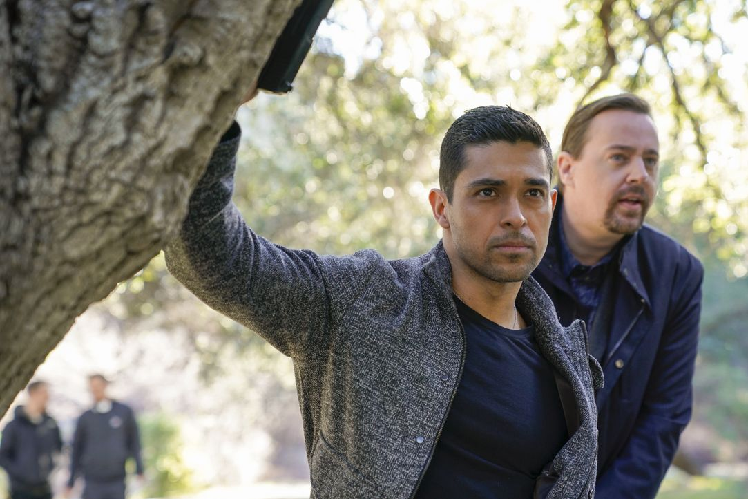 Nick Torres (Wilmer Valderrama, l.); Timothy McGee (Sean Murray, r.) - Bildquelle: Cliff Lipson 2018 CBS Broadcasting, Inc. All Rights Reserved / Cliff Lipson